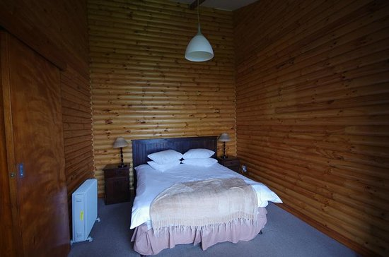 Storms River Mouth Restcamp : Une chambre