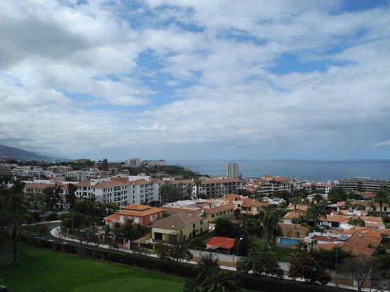Hotel Botanico & The Oriental Spa Garden: Vue de Puerto de la Cruz depuis le Botanico