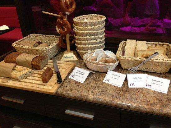 Mercure Wroclaw Centrum: sniadanie w hotelowej restauracji