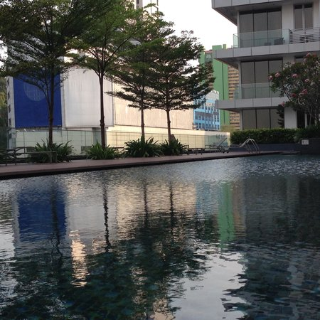 Dorsett Singapore: swimming pool