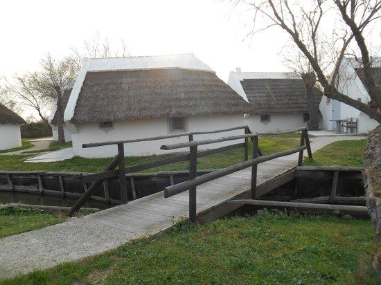 L'Auberge Cavaliere Du Pont Des Bannes : extérieurs