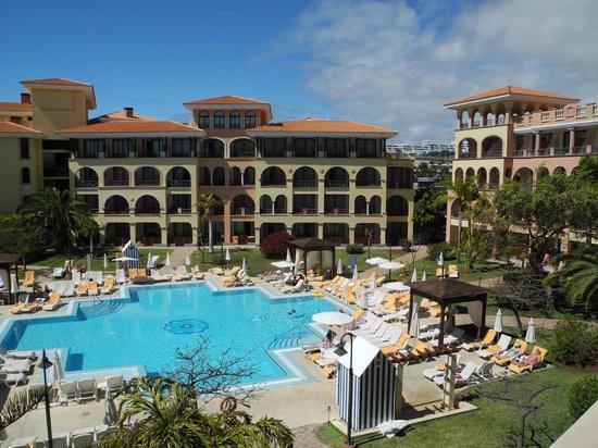 Iberostar Anthelia: Vue depuis le balcon de la chambre vers la piscine