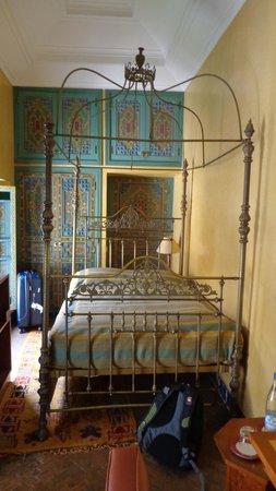Riyad Al Moussika: Habitación