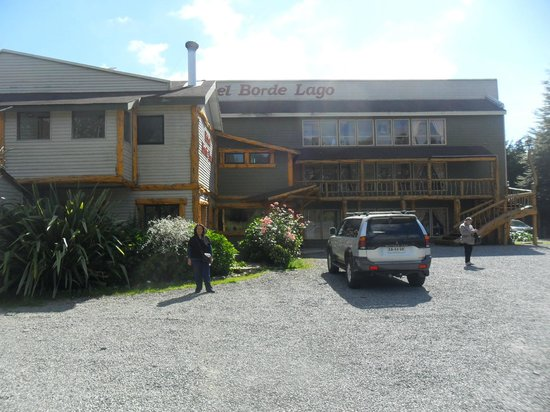 Hotel Borde Lago: Frente del hotel