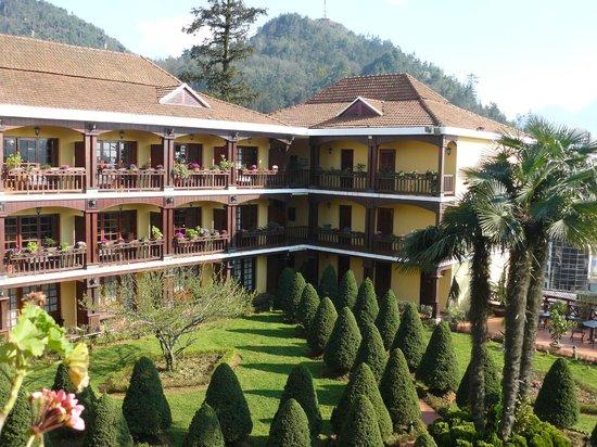 Victoria Sapa Resort and Spa : Hotel courtyard