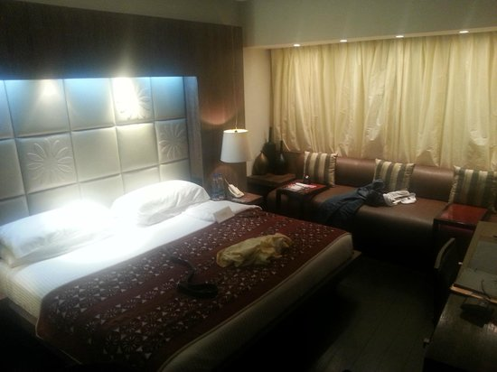 The Park New Delhi: Inviting bed with a lovely seating area