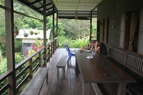 Kurakura Homestay: Nice terrace and garden