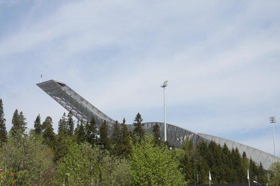 Schisprungschanze und Schimuseum am Holmenkollen: Another side view