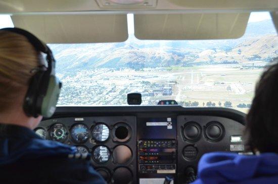 Wakatipu Aero Club: Coming in for a landing