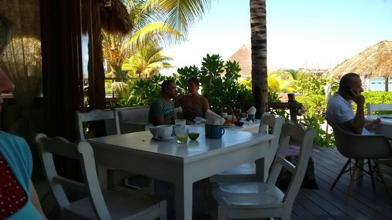 Mandarina Seaside Restaurant by Casa Las Tortugas: restaurant patio