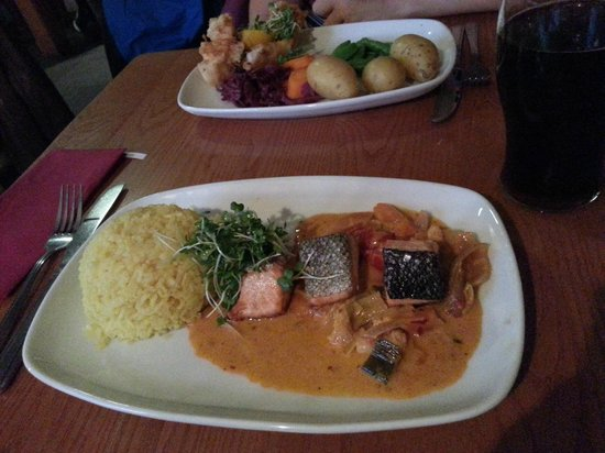 The Loch Ness Inn: Salmon fillet + Lemon sole