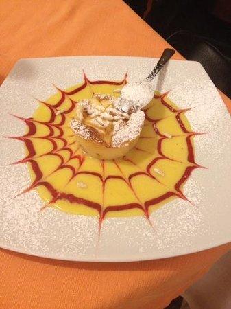 La Locanda da Juri Fish Restaurant: Tortino cioccolato bianco e pinoli