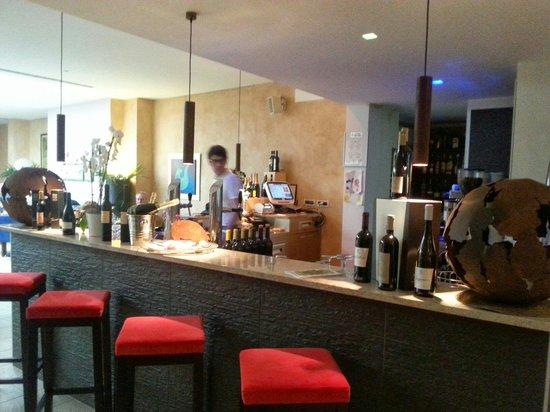 Trattoria da Santoni: Il bar