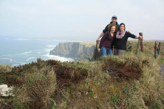Doolin Cliff Walk: Pat and visitors at a beautiful spot on the walk