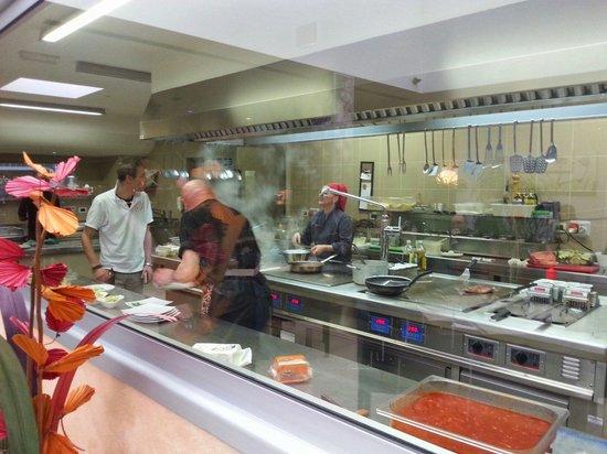 Trattoria da Santoni: La cucina a vista
