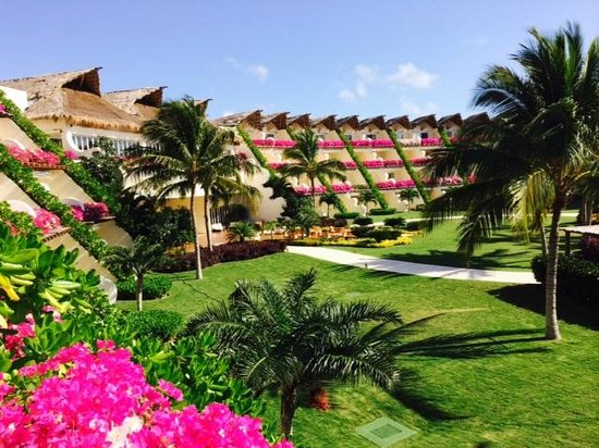 Grand Velas Riviera Maya: Room view facing back to the main lobby--note beautiful flowers and kept grounds