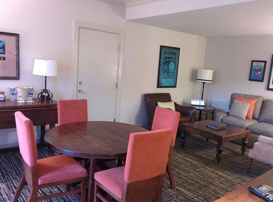 Hyatt Regency Lost Pines Resort and Spa : Living room of suite