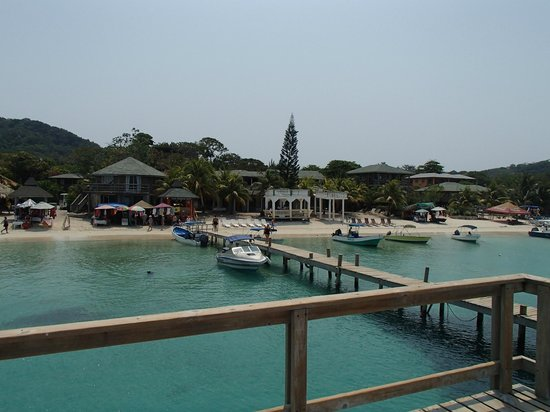 Infinity Bay Spa and Beach Resort: Down the beach