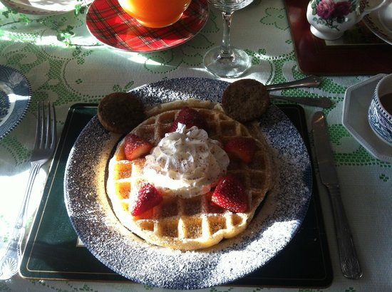 Shamrock Thistle & Crown Bed and Breakfast: Huge waffles made and served by Brantley
