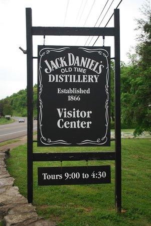 Jack Daniel's Distillery: cartello