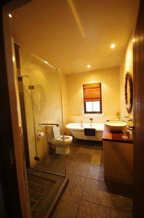 Whale Rock Guest House : Notre salle de bains et douche