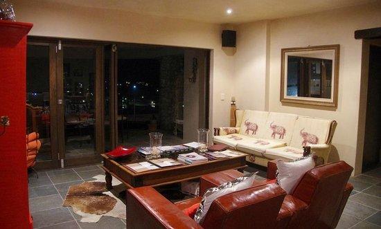 Whale Rock Guest House : Le salon et salle à manger