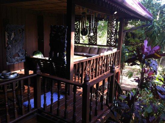 Railei Beach Club: Baan Hollander, porche