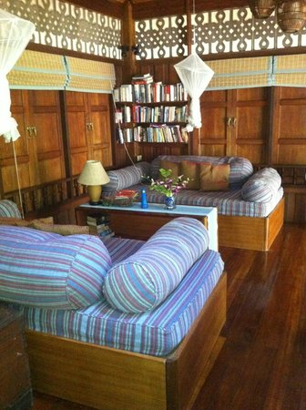 Railei Beach Club: vista del salón