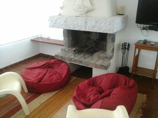 La Hacienda Bahia Paracas: fireplace seating area