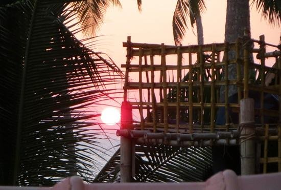 Samsara Harmony Beach Resort: Sunset (3)