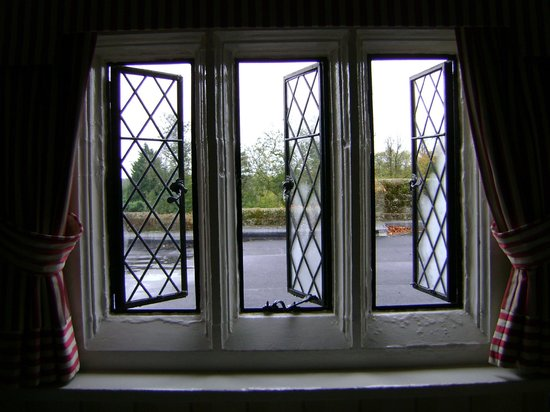 Eastwell Manor: Dis-a-poynting view