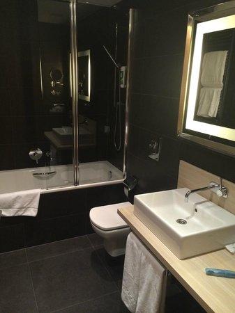 Barcelo Praha Five: Bathroom