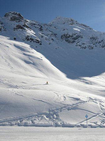 Sainte-Foy-Tarentaise: Off piste meets blue run