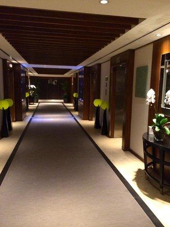 Grosvenor House Dubai: Lift lobby by retreat spa