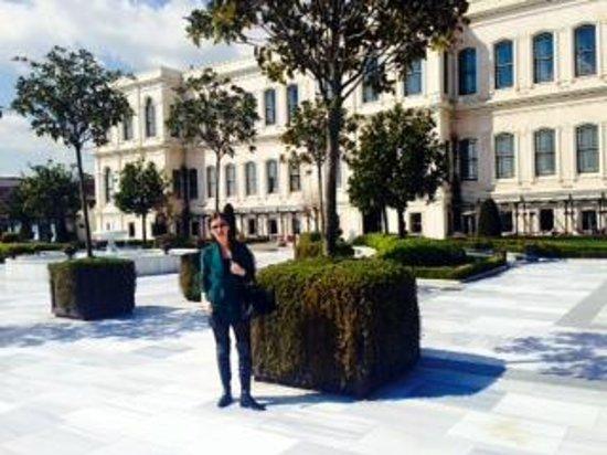 Four Seasons Istanbul at the Bosphorus: terrace garden