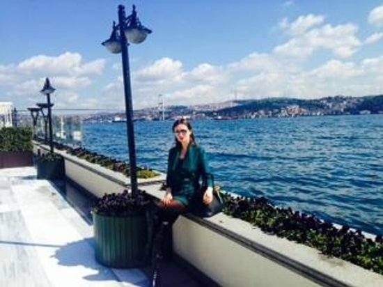 Four Seasons Istanbul at the Bosphorus: garden Bosporus view