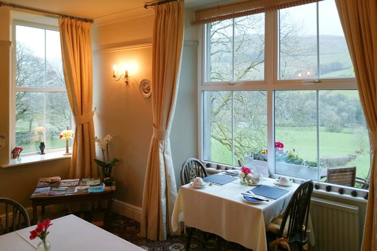 High Fold Guest House: Breakfast room, with views over the valley.
