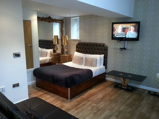 Signature Living Hotel: The first floor double bed