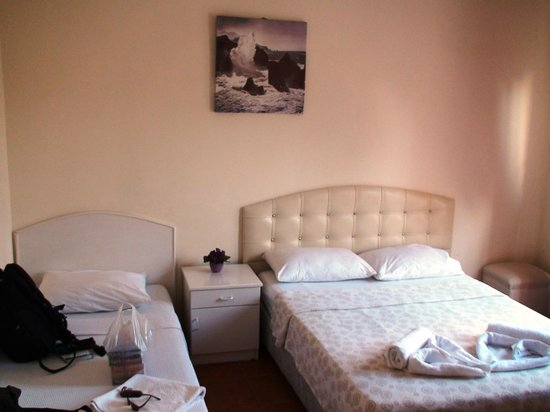 Angora Hotel : Well-appointed and clean room