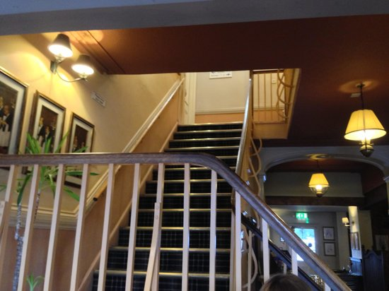 Innkeeper's Lodge Stratford Upon Avon, Wellesbourne: The stairs to the bedrooms