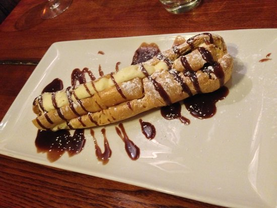 Innkeeper's Lodge Stratford Upon Avon, Wellesbourne: Giant Chocolate Eclair