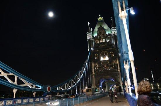 SANDEMANs NEW Europe - London: Tower Bridge