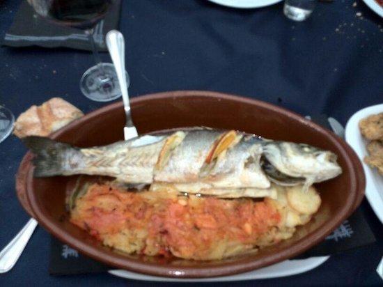 Restaurante Bar Cuesta : lubina al horno