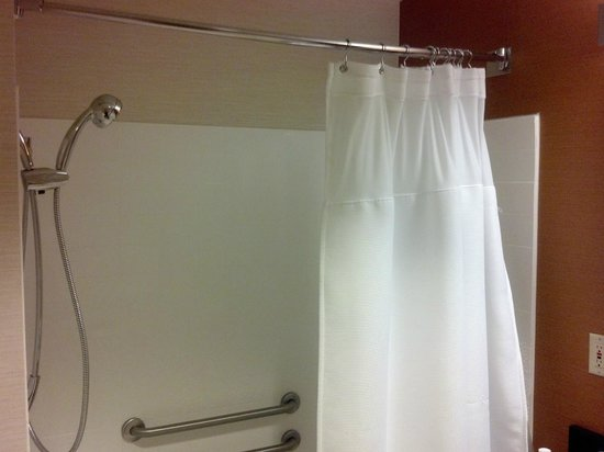 Fairfield Inn & Suites Allentown Bethlehem/Lehigh Valley Airport : Accessible Shower