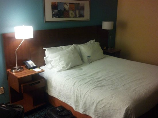 Fairfield Inn & Suites Allentown Bethlehem/Lehigh Valley Airport: Room