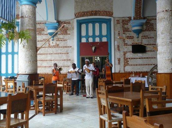 Sociedad Cultural Rosalia de Castro: restaurant