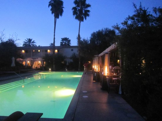 The Purple Palm Restaurant & Bar : the outdoor pool and dining area