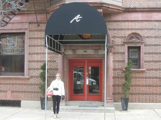 Alexander Inn: Front Entry