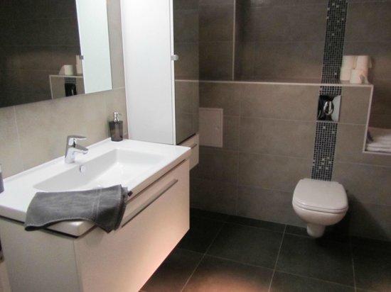Le 32 : Modern Bathroom