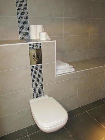 Le 32 : Bathroom